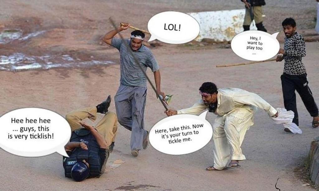 Conflit entre les manifestants et la police à Islamabad. Même crée par N.F. Piracha. Capture d'écran, Dawn.